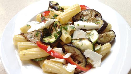 Imatge extreta de http://www.lapastaperalscatalans.cat/receptes/vegetals/pasta-amb-verdures-a-la-planxa.html